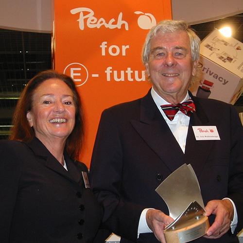 Dr Ueli Wolfensberger receiving OPI Lifetime Achievement Award in 2005, at Frankfurt Paperworld